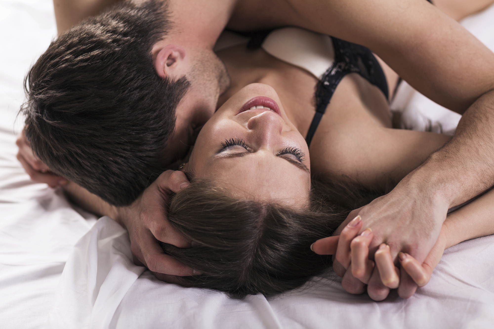 Игры поцелуй в постели секс 6 фотография