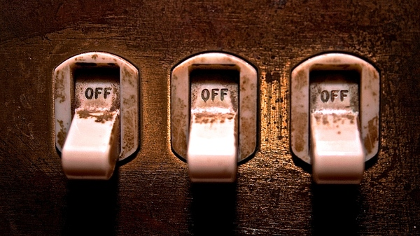 Med thumb light switch