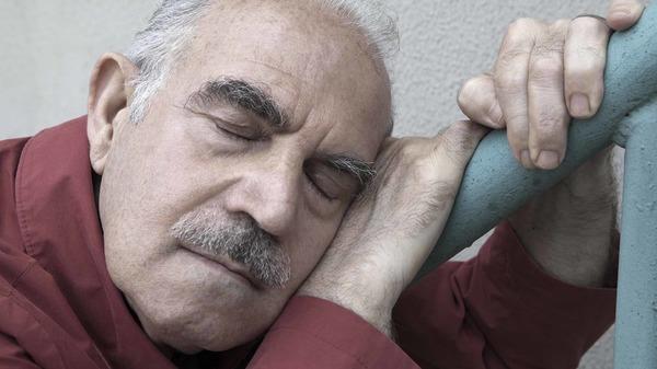 Med thumb old man resting