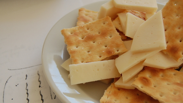 Med thumb cheese and crackers