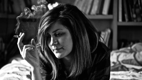 smoking-tired-woman-600 × 337.jpg