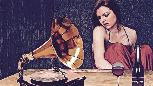 Med thumb vintage woman listening to record