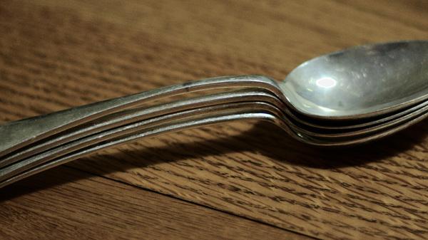 Med thumb spooning