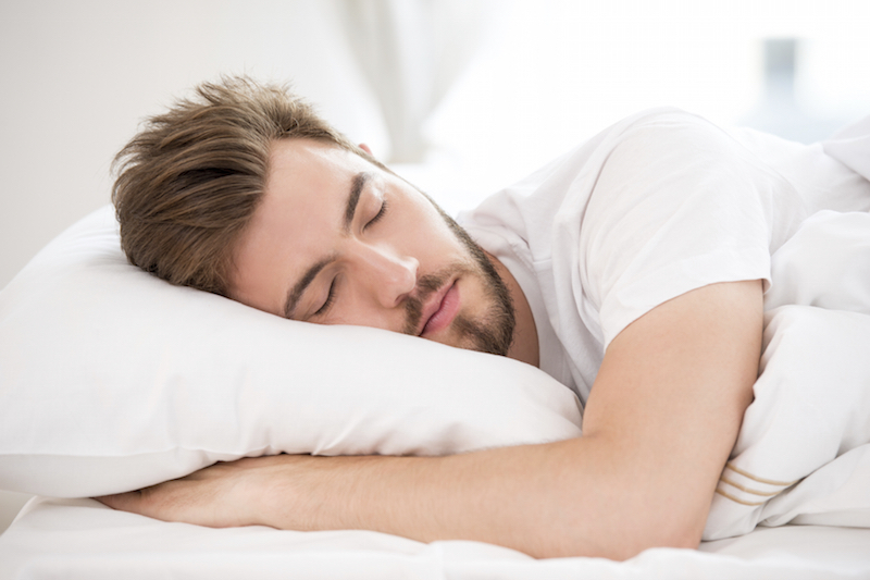 ManSleeping_sportsperformancerecovery