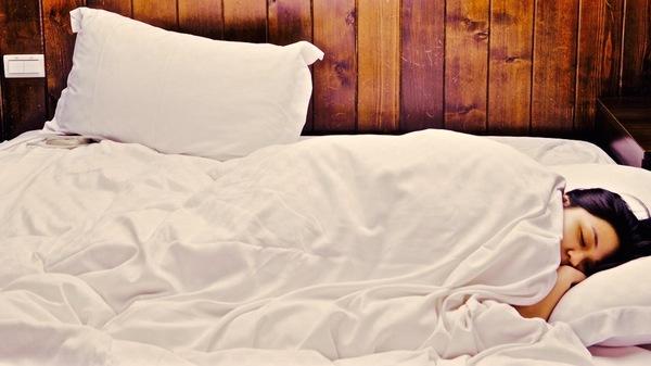Med thumb sleep unsplash