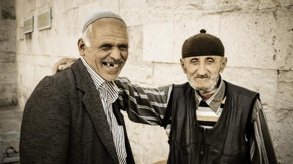 Med thumb old men friends